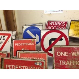SIGN - PEDESTRIAN -------->