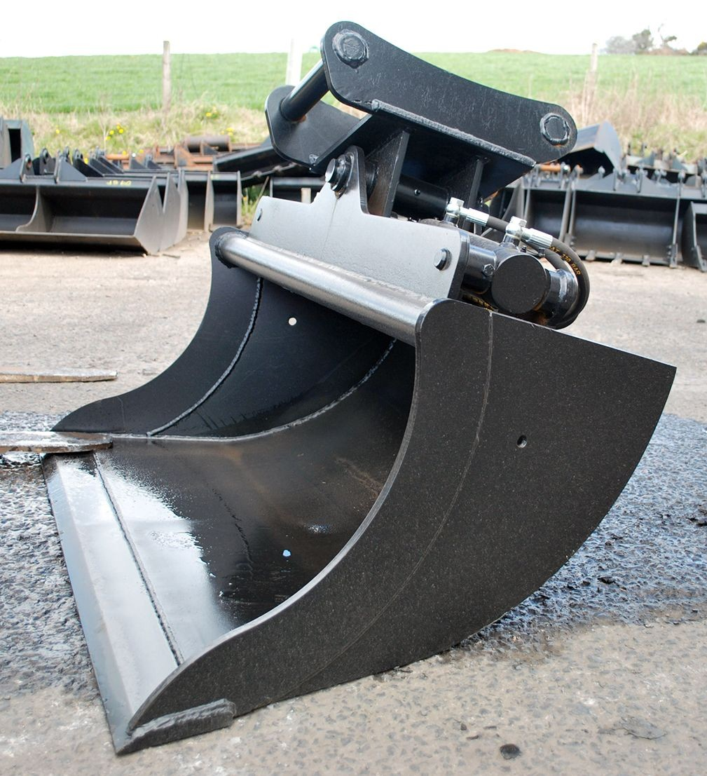 BUCKET 1600MM - TILT - 13.0T for hire in Sydney from Complete Hire